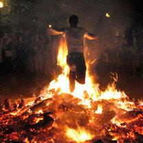 Skakanie przez ogień