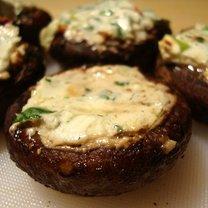 Grillowane pieczarki z serem kozim