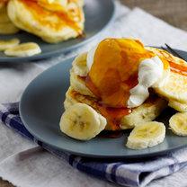 placki z bananami i miodem