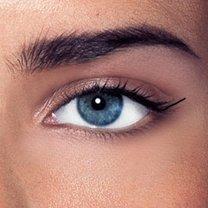 malowanie kreski eyelinerem - krok 3