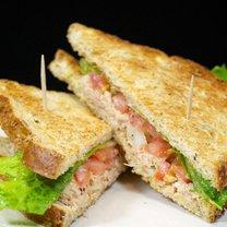 Sandwich z tuńczykiem