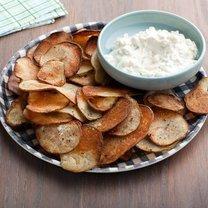 Chipsy z dipem cebulowym