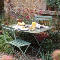 Meble w ogrodzie wiejskim