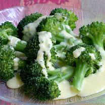 Brokuły z sosem holenderskim