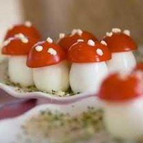 Muchomory z jajek i pomidorów