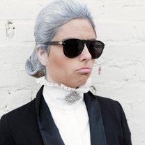 Fryzura na Karla Lagerfelda