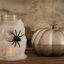 lampion na Halloween ze słoika