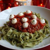 Makaron z pesto i sosem pomidorowym