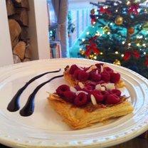 ciastka francuskie z malinami i karmelem