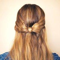 Kokarda na włosach