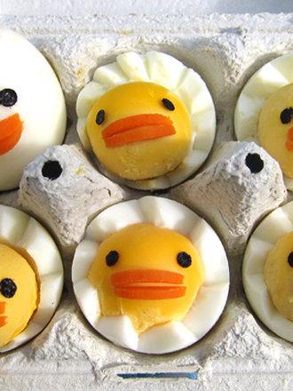 Kurczaki z jajek na twardo