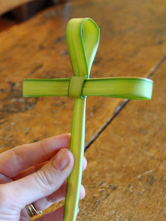 krzyż z liścia palmy