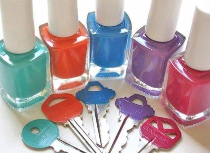 Malowanie kluczy lakierami do paznokci
