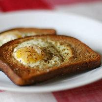Jajka w chlebie