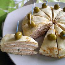 Tort naleśnikowy z tuńczykiem