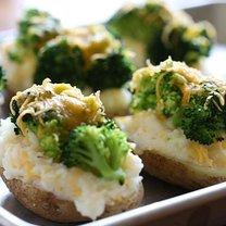 Ziemniaki z brokułami i serem