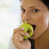 Jedzenie jabłek