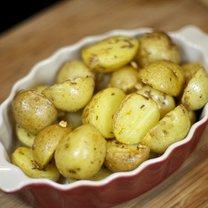 Ziemniaki smażone z czosnkiem i kminkiem