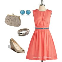 koralowa sukienka - szare dodatki