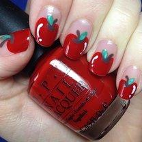 Jabłka na paznokciach