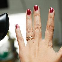 suszenie lakieru do paznokci suszarką