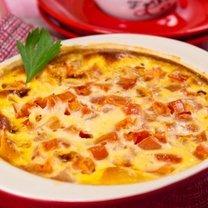 Omlet z szynką i pomidorami