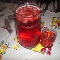 smaczny kompot  ze świeżych  truskawek