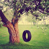 Huśtawka na drzewie z opony