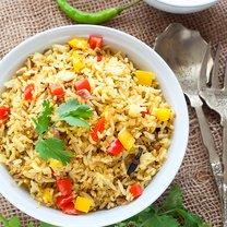 smażony ryż z kiełkami i kurkumą