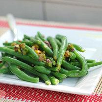 fasolka szparagowa z pistacjami i octem winnym