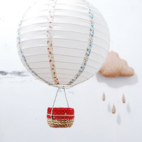 balon z papierowego lampionu