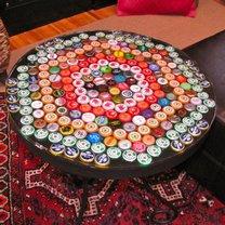 stolik z kapsli