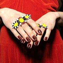 czerwonobrunatny lakier do paznokci - trendy jesień 2013