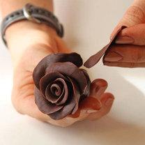 róża z czekolady plastycznej