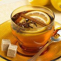 herbata z cytryną i cynamonem
