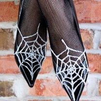 buty z pajęczyną na Halloween