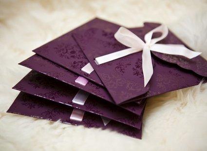 fioletowa koperta ozdobna