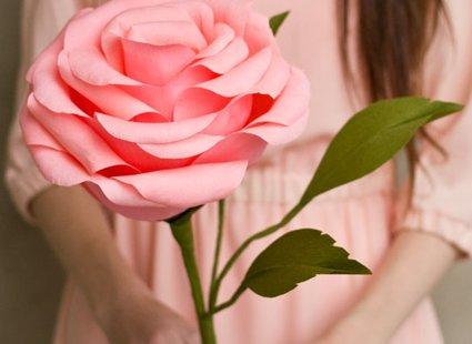 duży kwiat z papieru