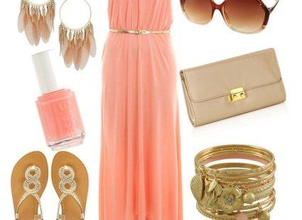 koralowa sukienka - beżowe i złote dodatki