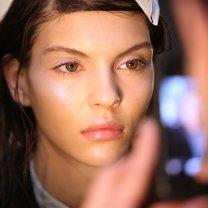 makijaż wiosna 2014 - rozświetlona twarz