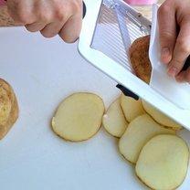 krojenie ziemniaków na chipsy