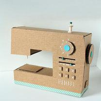maszyna do szycia z kartonu