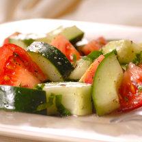 sałątka z ogórkiem i pomidorem