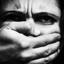 Jak pomóc bitej przez męża kobiecie