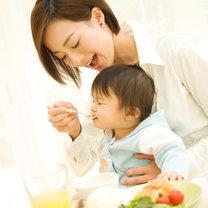 karmienie dziecka łyżeczką