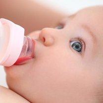 karmienie dziecka mlekiem modyfikowanym