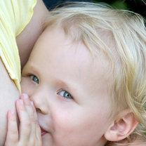 dziecko karmione piersią