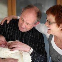 wizyta dziadków u wnuka