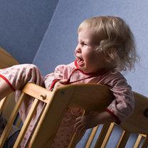 dziecko budzi się w nocy