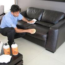 czyszczenie skórzanej sofy